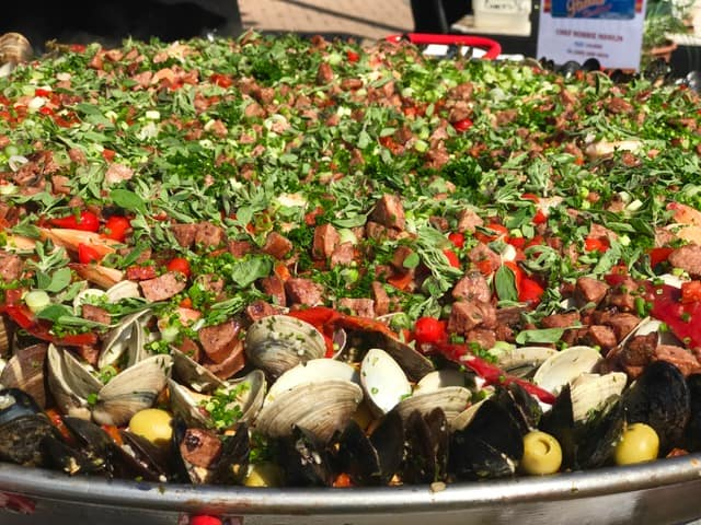 paella challenge6 - Pounce On These Paellas!