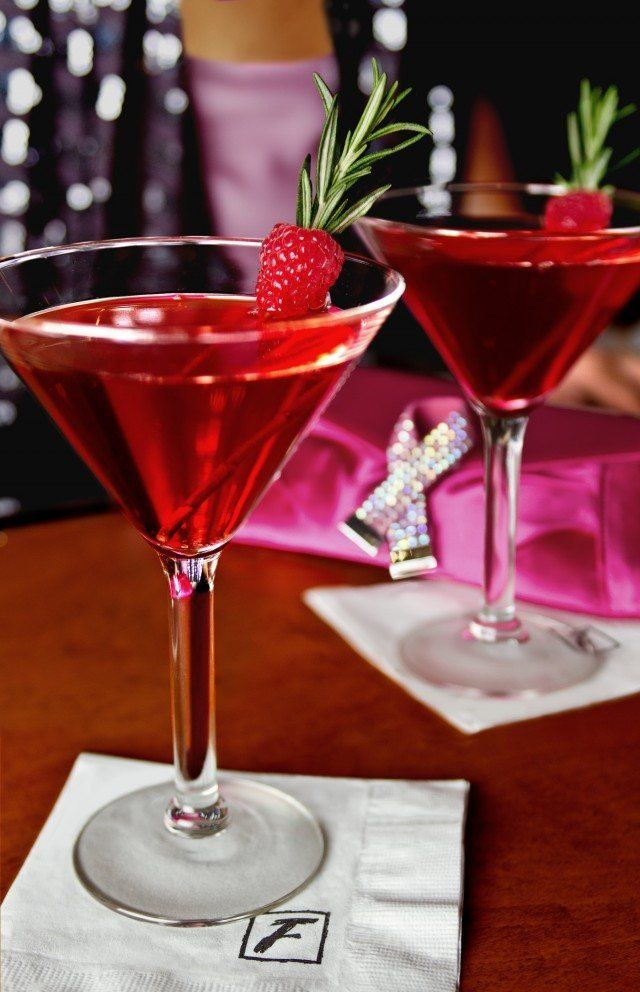 Stoli Bombshell 640x992 - 5 Romantic Cocktails For Your Sweetheart